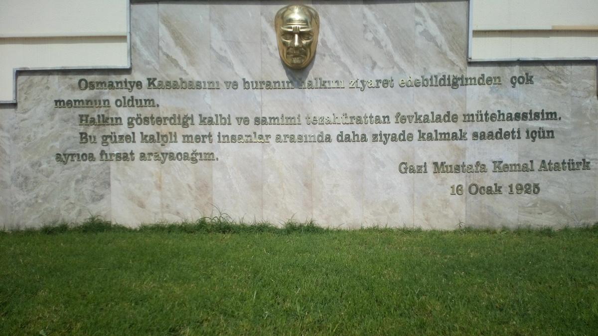 Öğretmenevi Atatürk Anıtındaki Yazı Düzeltildi