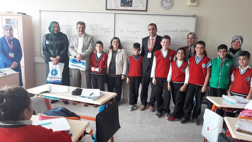 Şehit Yasemin Tekin Ortaokulunda Dünya Çocuk Kitapları Haftası